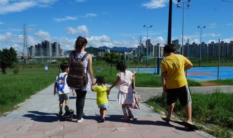 【母親節特別企劃】媽媽包怎麼挑?四寶媽咪維尼媽:夾層設計超重要