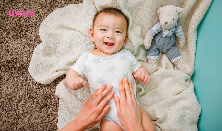 超有效「嬰兒排氣操」!防脹氣、解便秘…5步驟讓寶寶安心睡不哭鬧