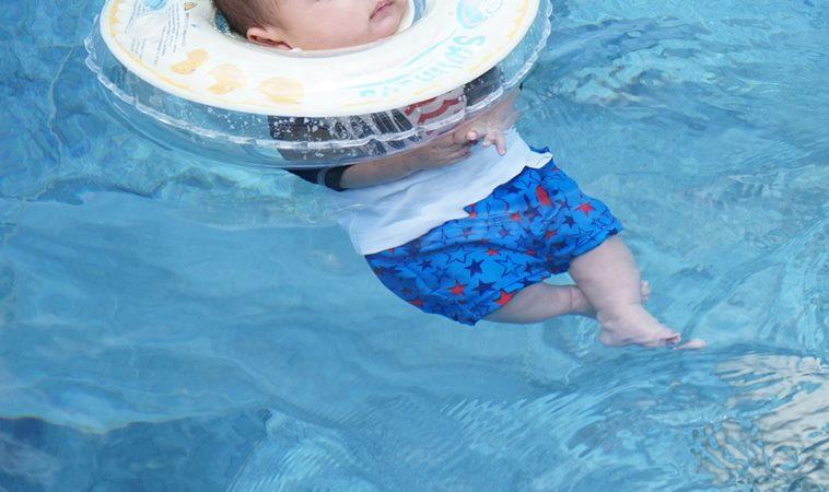 滿月嬰遭「嬰兒游泳脖圈」奪命!兒科醫師提醒預防6大重點