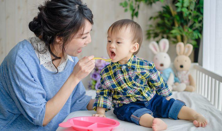 別亂餵!寶寶3歲前容易噎到的12種食物