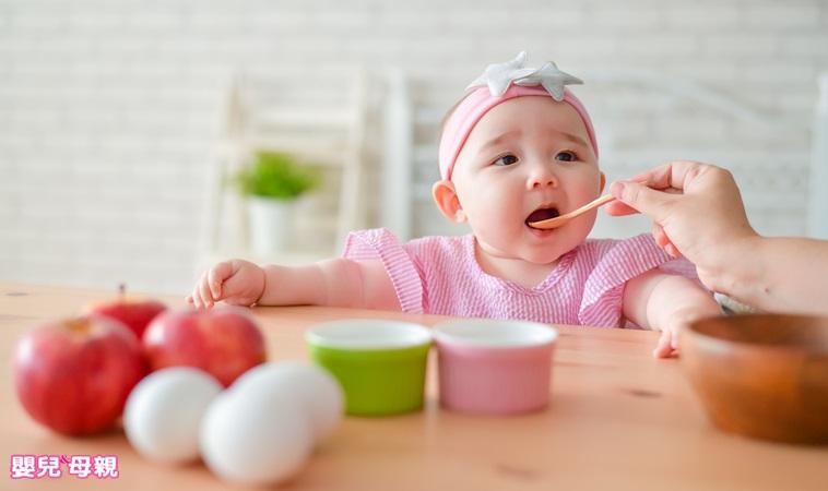 菜鳥爸媽輕鬆上手!0~1歲副食品添加指南