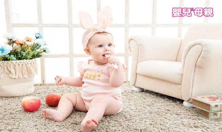 母乳寶寶需要補充維生素D?水果要蒸熟再餵?嬰兒飲食17個熱門問題