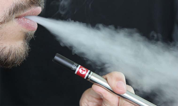 戒菸不成反抽電子煙上癮,嬰幼兒中毒人數猛飆高