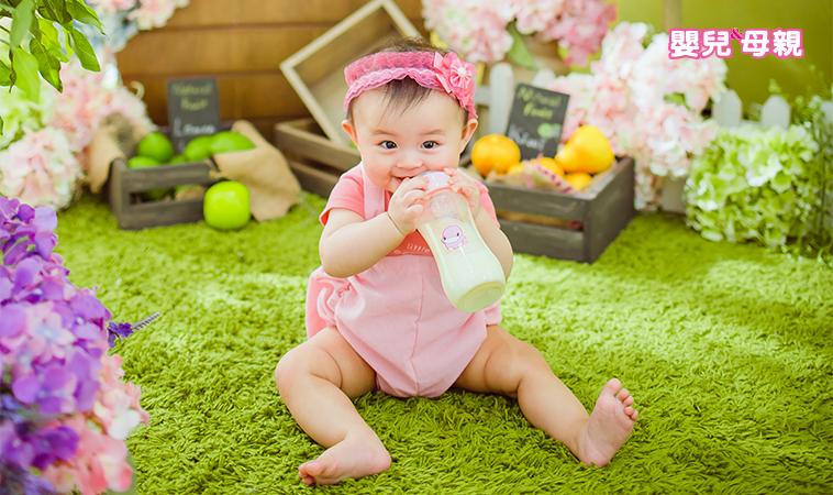 0〜1歲寶寶該喝多少奶?新生兒的奶量指引