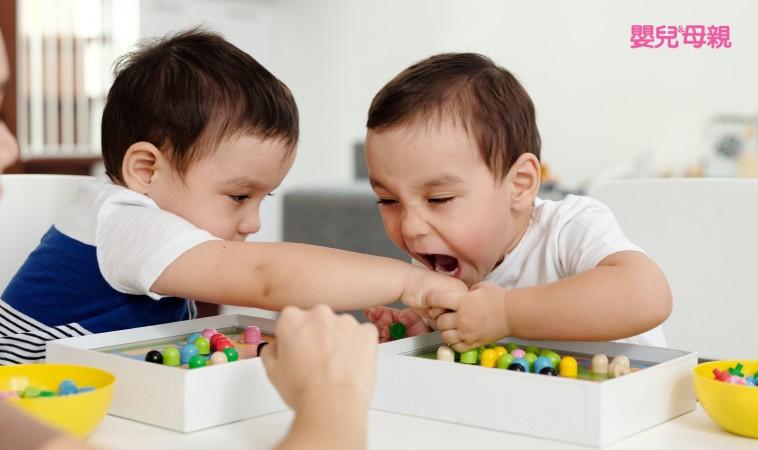 一不高興就躺地上… 3歲前,用2種態度搞定孩子!