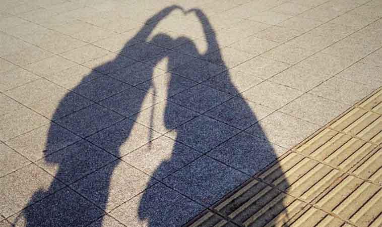 婚姻關係需要雙方維持,一個擁抱勝過千言萬語