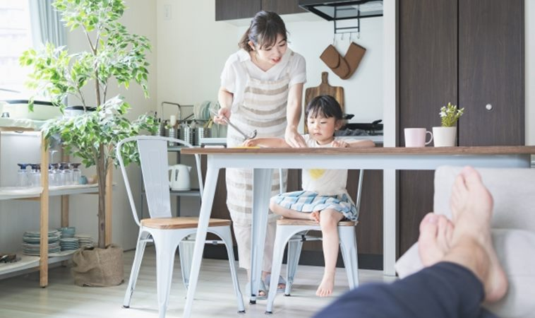 做心酸的?妻子每日無酬照顧家庭比丈夫多3倍!