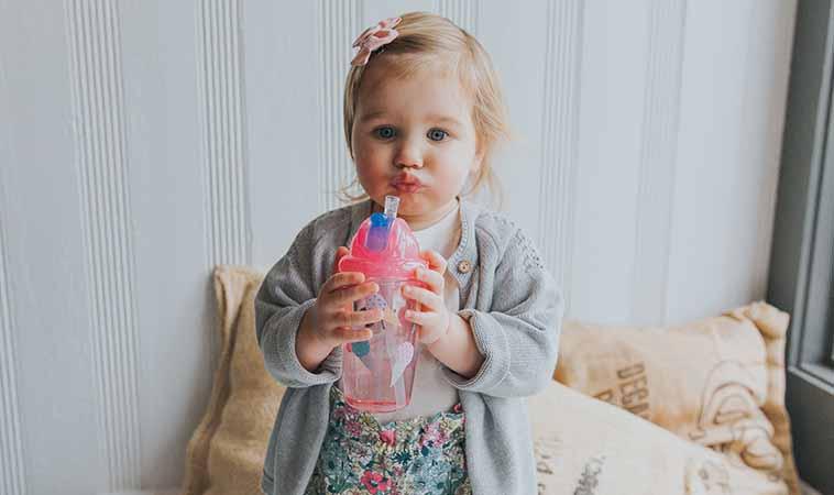 寶寶愛喝水神器!最好用的水杯就是「它」