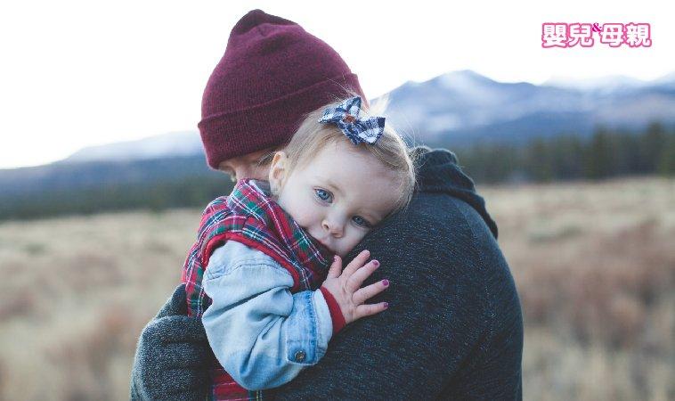 什麼都賴著你... 小心!家有愛依賴的孩子,3招來引導