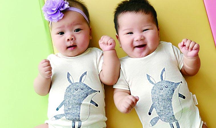 寶寶穿對衣服好開心     三寶媽大方分享心得