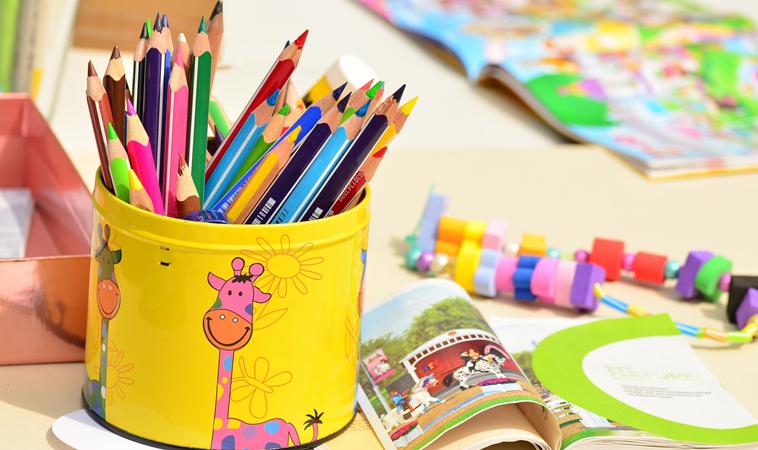 筆袋、握筆器塑化劑超標近400倍!購買兒童文具時應注意…