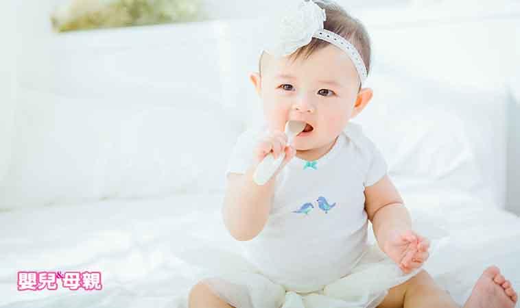 餵寶貝吃飯搞得像打仗?試試看BLW餵食法