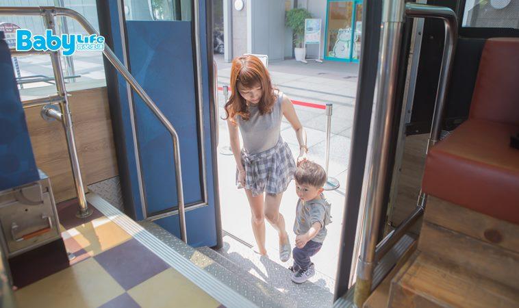 媽媽帶女童搭公車竟遭拖行!一定要注意搭車安全守則