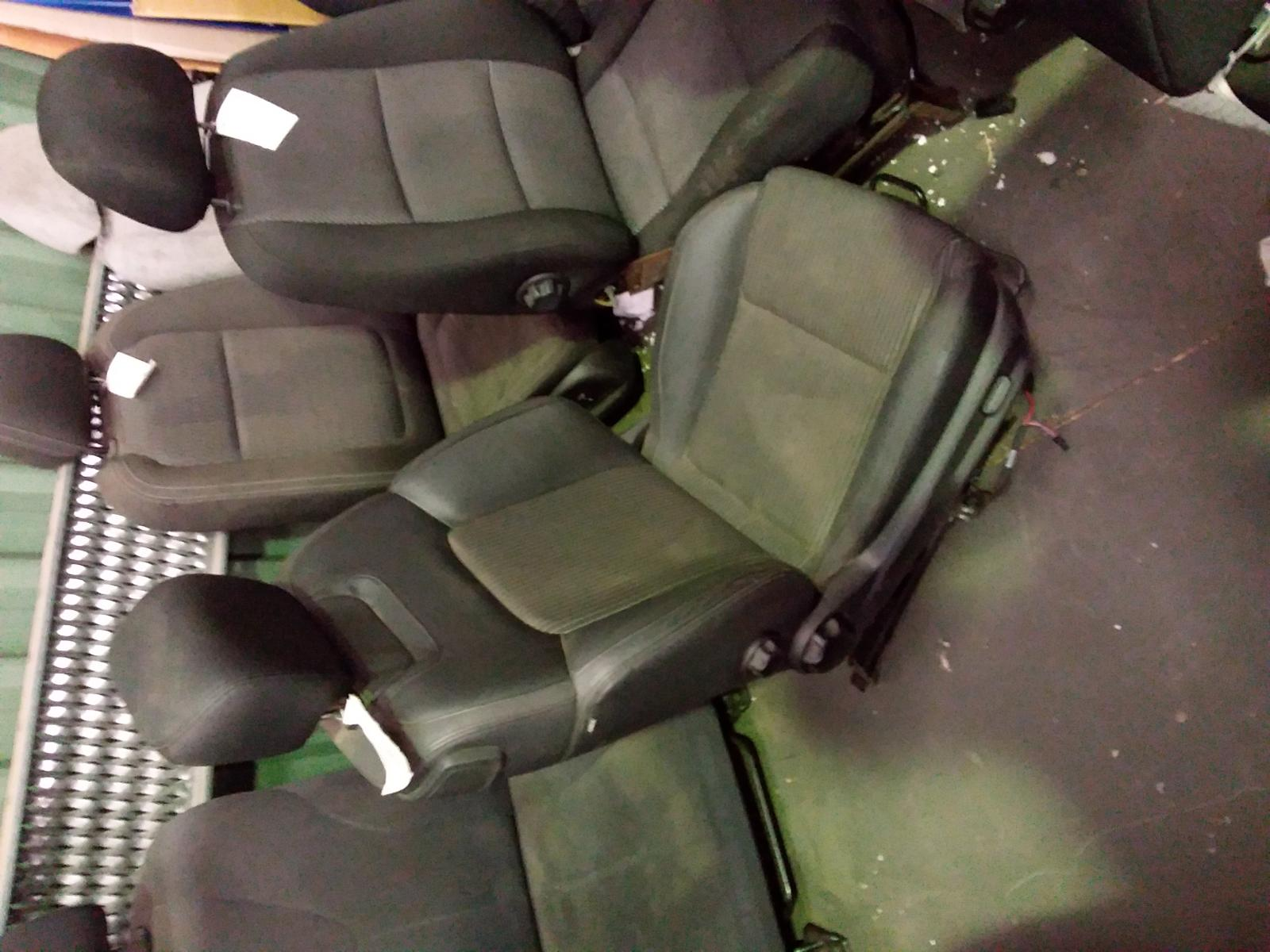 HOLDEN-COMMODORE-FRONT-SEAT-RH-FRONT-UTE-VE-SII-CLOTH-LEATHER-09-10-04-13