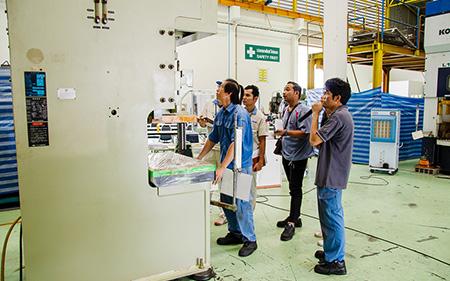 【板金加工機・タイ】タイ人技術者招いてプレス・板金加工機メンテナンス講習会  日本からミス検出装置メーカー担当者も参加
