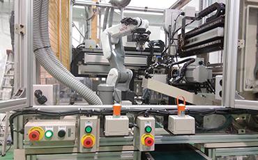 【การจัดทำระบบอัตโนมัติในประเทศไทย】 ระบบการให้บริการแบบครบวงจรตั้งแต่การออกแบบไปจนถึงบริการหลังการขาย เราพร้อมนำเสนออุปกรณ์เพื่อการจัดทำระบบอัตโนมัติ อาทิ Robot system ประเภทต่างๆ, เครื่องจักรพิเศษ ฯลฯ