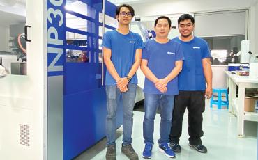 พร้อมให้การสนับสนุนลูกค้า ด้วยทีมวิศวกรชาวไทยที่รู้จักบริษัท ROLLOMATIC  เป็นอย่างดี ! (บริษัท YKT × NanoGrind)