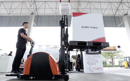 トヨタが強力サポート!フォークリフトの点検とトレーニングの新サービス(Thai Rice Mills Association主催の展示会にて)