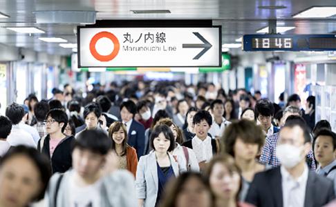"""โตเกียวเมโทร ชวนผู้โดยสารเดินทางเช้า """"รับอาหารฟรี"""" หวังแก้วิกฤตรถไฟแน่น"""