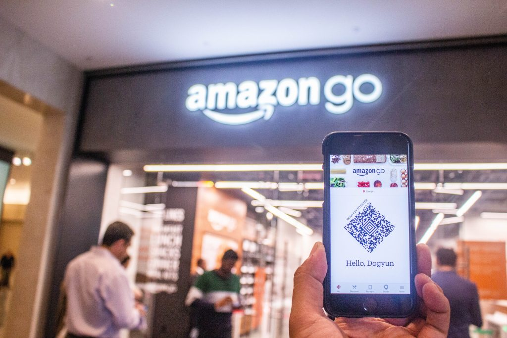 Online to offline - In-store beacons at an Amazon GO store
