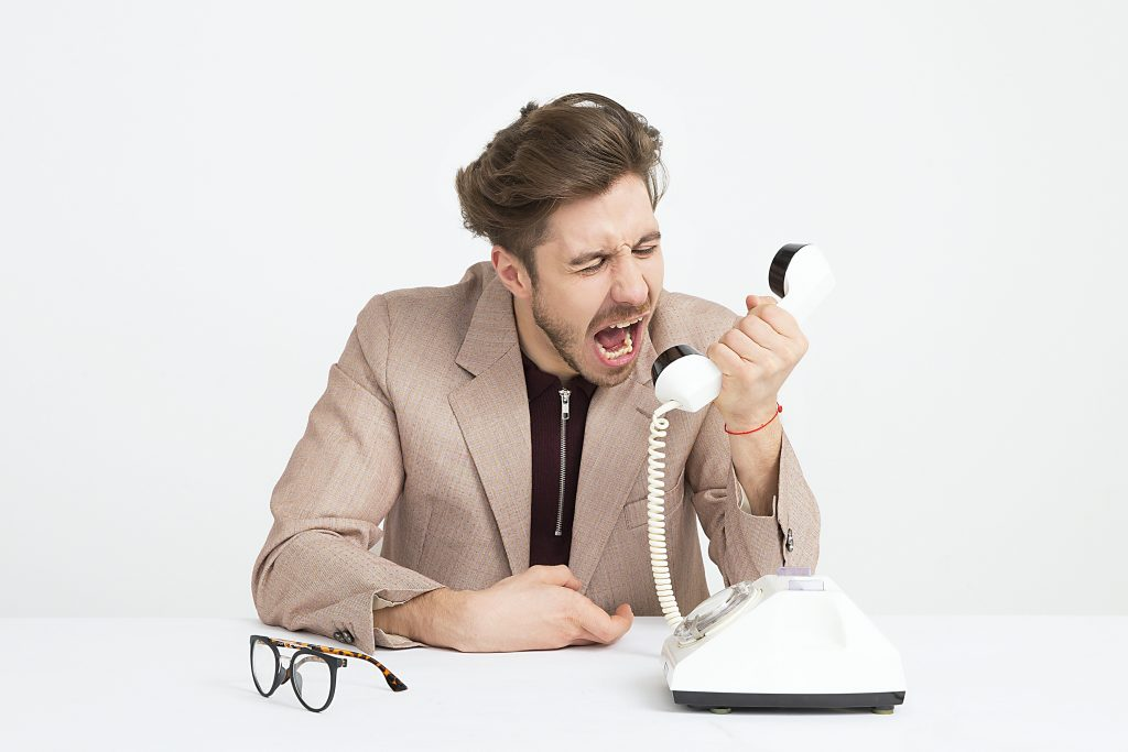 what happens if you don't deliver a good experience - angry customer image