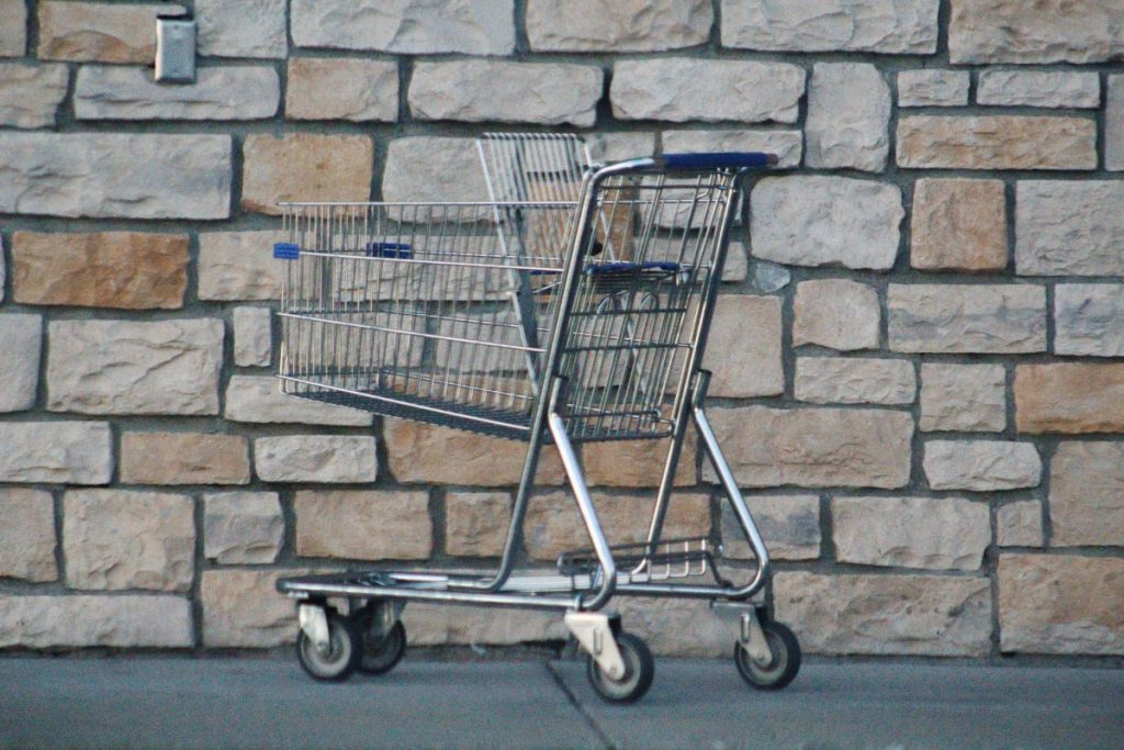 Benchmark eCommerce - Picture of an abandoned trolley