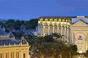 Khách sạn Hilton Hà Nội giá rẻ bất ngờ chỉ có tại Hotels.