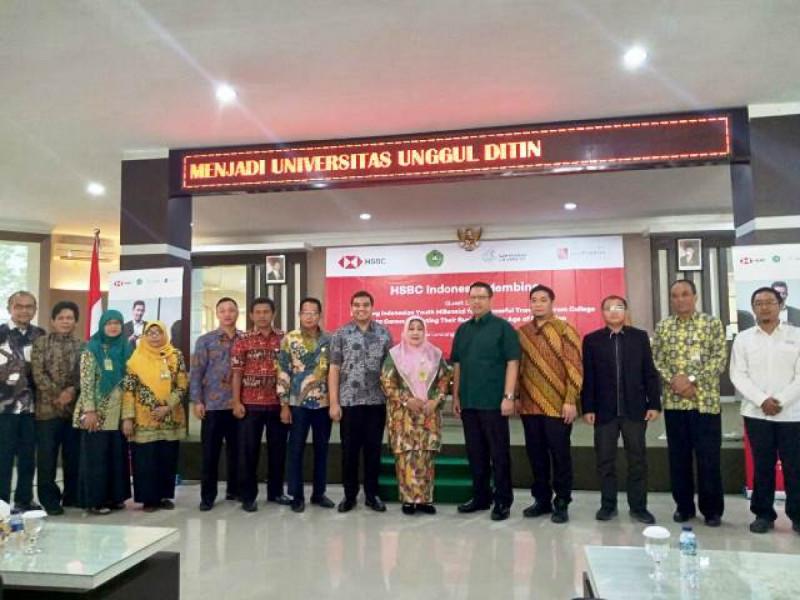 "Semiloka bertajuk ""Memperkuat Sinergi Tripartit Pendidikan Tinggi untuk Pembangunan"". Foto: (doc/HSBC Indonesia)"