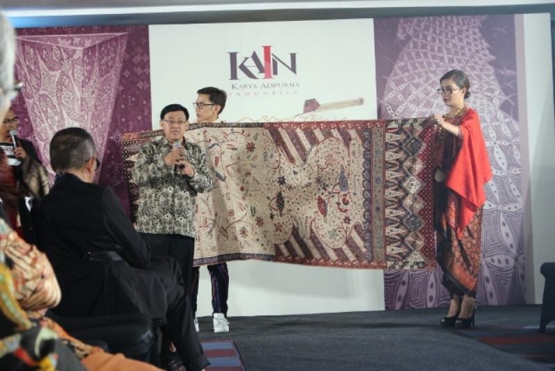 Yayasan KAIN Gelar lelang kain untuk Penggalangan Dana Perajin Anyaman Ketak Lombok, Kemang, Jakarta, Kamis (27/9/18). Foto: (doc/MNEWS)