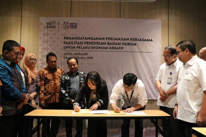 Penandatangan Perjanjian Kerja Sama Fasilitasi Pendirian Badan Hukum untuk Pelaku Ekonomi Kreatif yang dilakukan di Hotel Mercure Sabang, Senin (8/10/2018) [dok: Bekraf]
