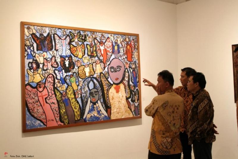 """Mengapresiasi karya Edo Adityo """"Seribu Malaikat"""" di Galeri Nasional Indonesia. Foto: (doc/GNI-Jatiari)"""
