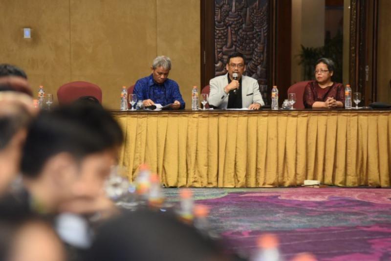 Wakil Ketua Komisi X DPR Abdul Fikri Faqih memimpin uji publik RUU Ekonomi Kreatif di D.I Yogyakarta. Foto: Jaka/jk (DPR).