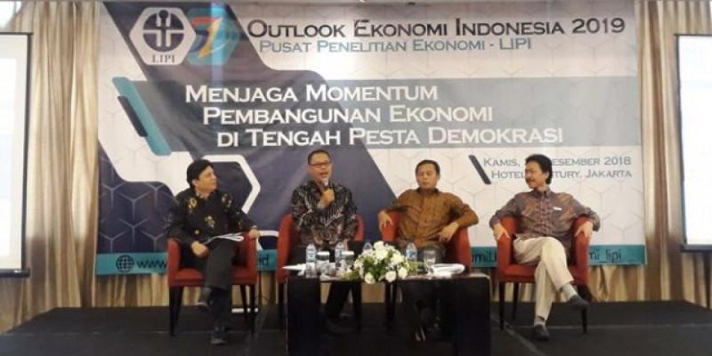 """Outlook Ekonomi 2019"" pada Kamis, (20/12/2018) di Hotel Century Park, Jakarta. Foto: Merdeka."
