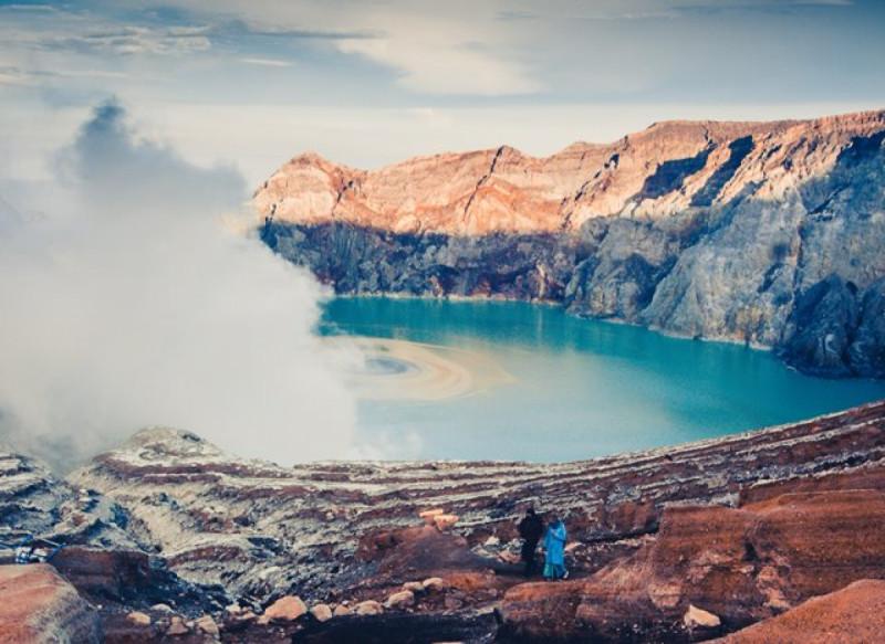 Ilustrasi Pariwisata Banyuwangi, Kawah Ijen. Foto: Rafif Prawira (Unsplash).