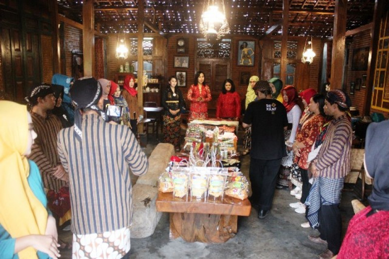 Kegiatan syuting film dokumenter Sahabat UMKM Tulungagung. Foto: Titalina.
