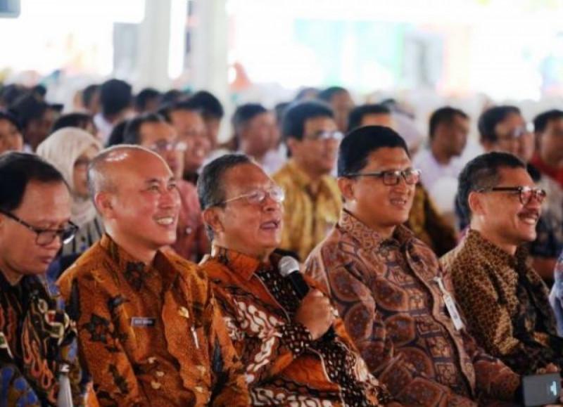 Menko Darmin beserta jajaran Kementerian Koordinator Bidang Perekonomian Republik Indonesia. Foto: ekon.go.id