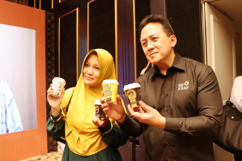 Kepala Bekraf Triawan Munaf dan pelaku ekraf dalam acara Sosialisasi Food Startup Indonesia di Swiss Belboutique Hotel, Yogyakarta, Selasa (9/4/2019). Foto: Debora Tyas.
