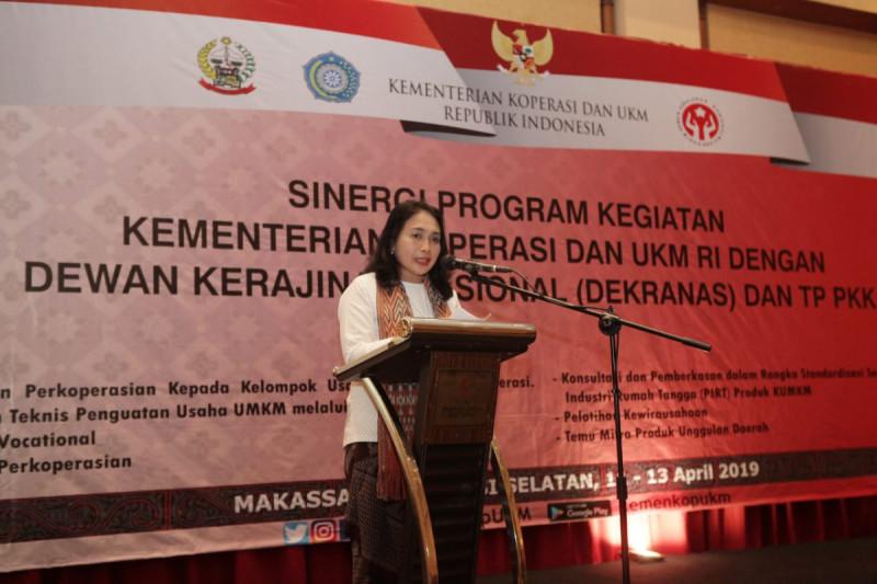 Sinergi Program Kegiatan Kementerian Koperasi dan UKM dengan Dewan Kerajinan Nasional dan TP PKK, di Makassar, Jumat (12/4/2019). Foto: Kemenkop.
