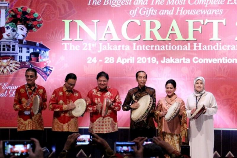 Pembukaan INACRAFT 2019 yang secara resmi dibuka oleh Presiden RI, Joko Widodo di Jakarta Convention Center, Jakarta, Rabu (24/4). Foto: Kemendag