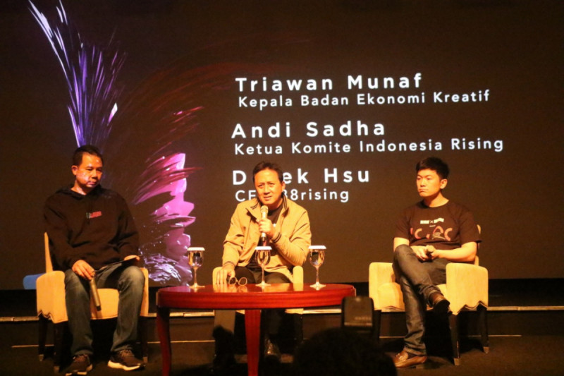 Kepala Bekraf Triawan Munaf (tengah), Ketua Komite Indonesia Rising Andi Sadha (kiri) dan CEO 88Rising Derek Hsu (kanan) dalam jumpa pers Bekraf x 88Rising, Rabu (25/4/2019). Foto: Bekraf.