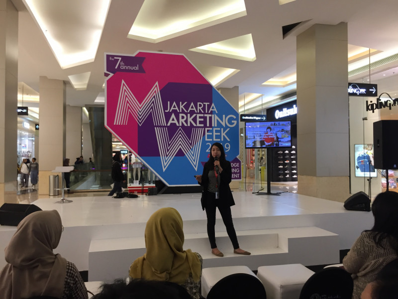 Malinda Martha dari ADX Asia memberikan tips copywriting bagi pelaku UMKM di Jakarta Marketing Week, Kota Kasablanka, Jakarta, (29/4/2019). Foto: MNEWS.