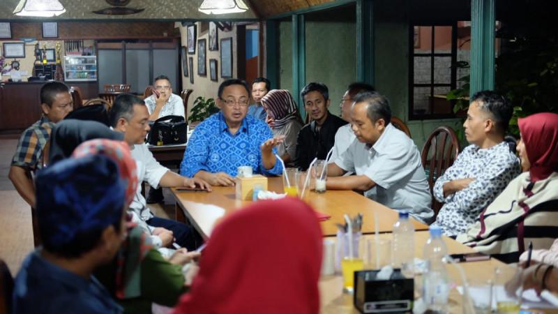 Rully Indrawan, dalam pertemuan dengan para pengusaha dan pegiat koperasi, di Kabupaten Sukabumi, Sabtu (18/5/2019). Foto: Kemenkop.
