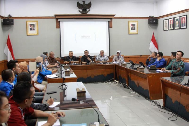 """Focus Group Discussion (FGD) bertema """"Wirausaha Pemula vs Pembiayaan"""" di Bandung, Jumat (24/5/19). Foto: Kemenkop."""