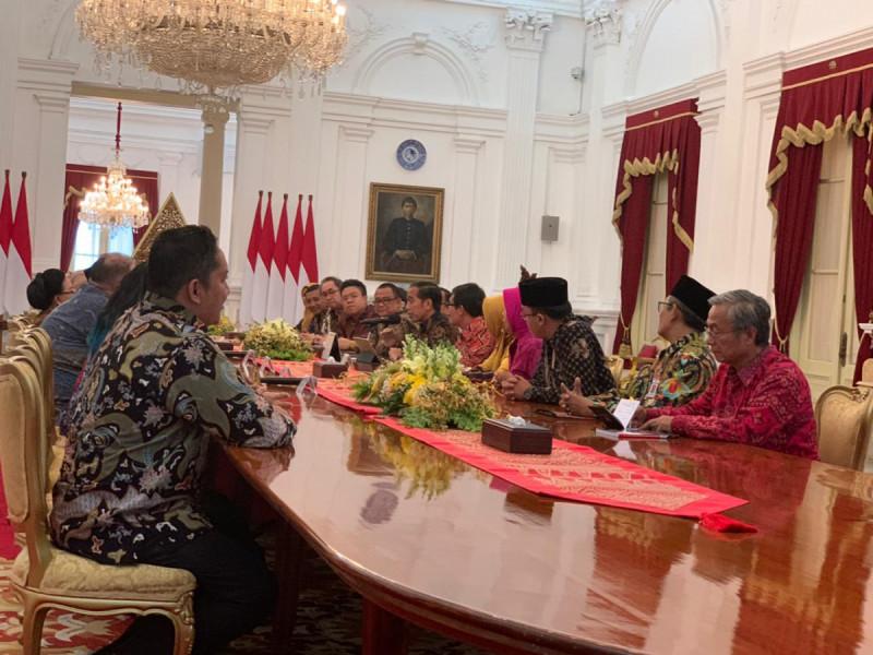 Presiden Joko Widodo (Jokowi) saat menerima para pelaku UMKM di Istana Merdeka Jakarta, Selasa (18/6/2019). Foto: Kemenkop.