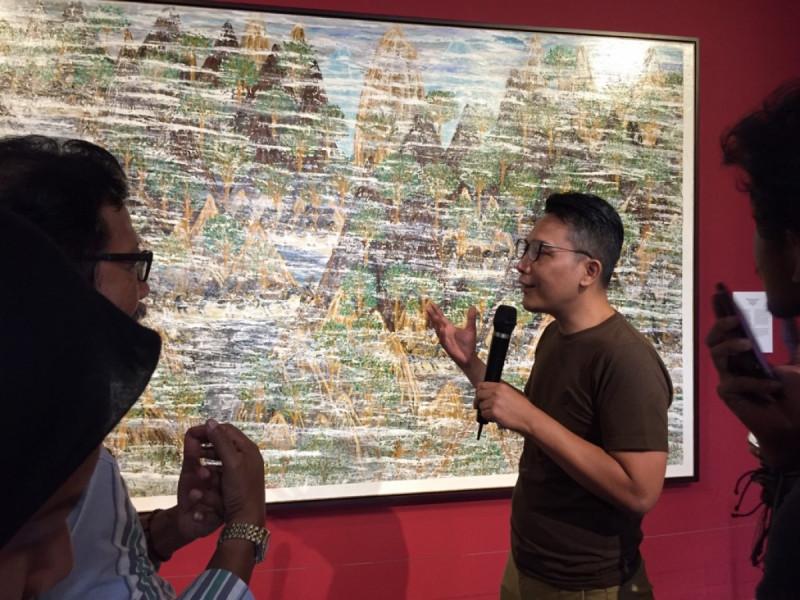 """Wahyudin, Kurator Pameran """"Napak Tilas Peradaban"""" saat Press Tour di Galeri Nasional Indonesia, Selasa, (25/6/2019). Foto: MNEWS."""