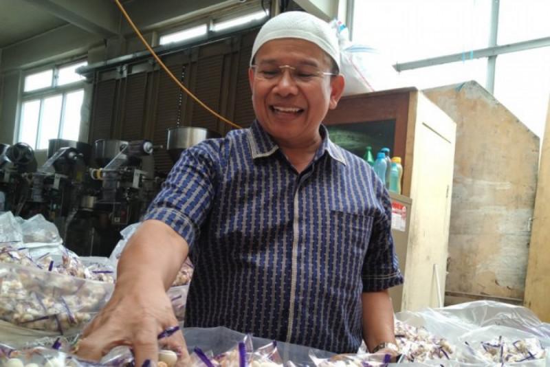 Kemrizal Sutan Mudo, pengusaha kacang sukro asal Tanah Datar, Sumatera Barat. (Foto: ANTARA SUMBAR/ Miko Elfisha)
