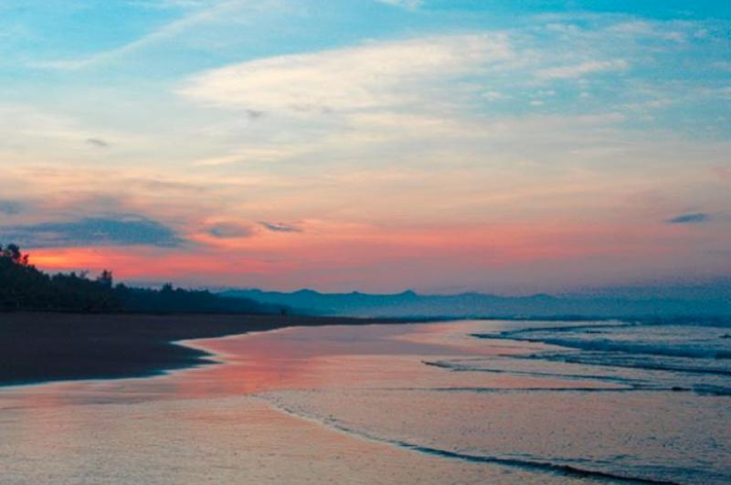 Pantai Widarapayung, Cilacap, Jawa Tengah. (Foto: Hanifa/www.instagram.com/hanillicious_)
