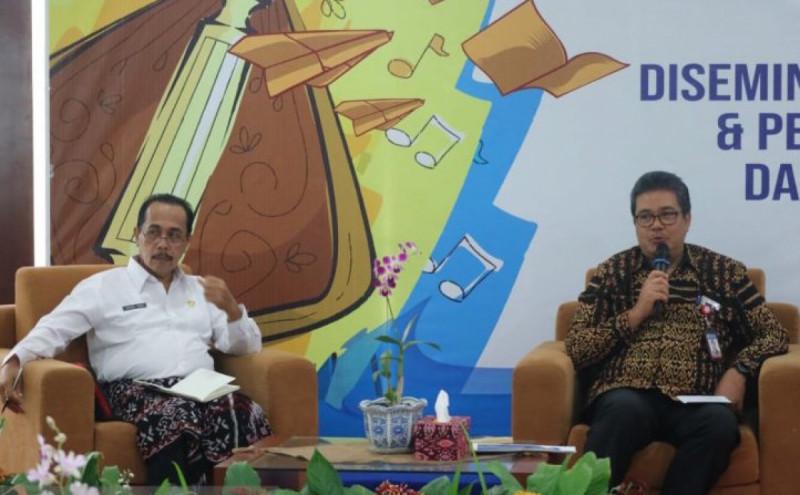 Kepala Kantor BI NTT Naek Tigor Sinaga sedang memberikan keterangan kepada wartawan di Kupang (Foto: Humas BI NTT/Antara)