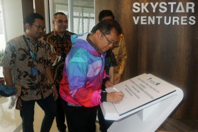 Menteri Kominfo saat meresmikan gedung baru Skystar Venture UMN di Universitas Multimedia Nusantara, Tangerang, Jumat (06/09/2019). (Foto: Kominfo/AYH)