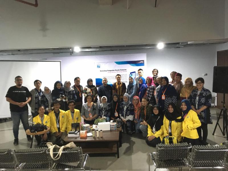 Workshop Penguatan Desain Kemasan Yang Mampu Bersaing Global bersama Politeknik Negeri Jakarta dan Komunitas Sahabat UMKM di Jakarta Creative Hub, Selasa (10/9/19). (Foto : Dok. MNEWS)